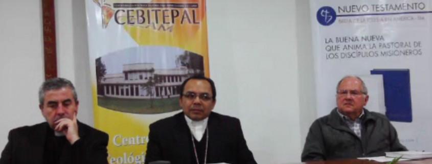 Santiago Silva Retamales, Juan Espinoza y Carlos Junco presenta el Nuevo Testamento de la BIA del CELAM y PPC en Bogotá 27 julio 2015